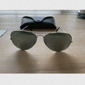 Ray-Ban silver mirror aviator sunglasses